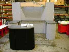 10' x 10' Intro Panel Display with Oval Counter
